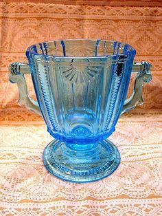 Smart Vintage Fenton Blue Opalescent Hobnail Glass Mini Cornucopia Vase With Label High Safety Art Glass