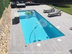 If is meters then this pool is approx 13 x 23 feet Backyard Pool Designs, Small Backyard Pools, Small Pools, Backyard Patio, Outdoor Pool, Pool Paving, Swimming Pool Landscaping, Swimming Pool Designs, Piscina Spa