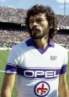 Socrates of Fiorentina & Brazil in Football Icon, Football Tops, Football Uniforms, Retro Football, Football Design, Football Cards, Good Soccer Players, Best Football Players, St Etienne