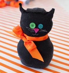 Easy black sock cat - Halloween decor //  Aranyos fekete zokni cica egyszerűen //  Mindy -  creative craft ideas //  #halloween #crafts #craft #kreatívötletek #csináldmagad #diy #halloweenparty #partyideas