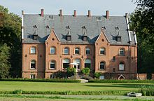 Sanderumgård, Fyn - Sanderumgård er en gammel hovedgård, som nævnes første gang i 1468. Hovedbygningen er opført i 1870-1872 ved arkitekt Hans J. Holm og parken er på 15 hektar. Sanderumgård Gods er på 900 hektar