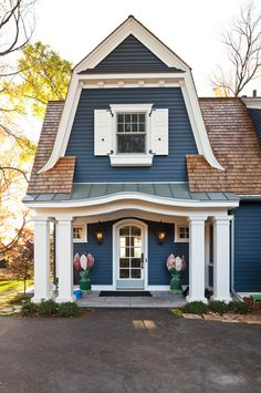two+tone+exterior+house+colors | Cottage - Home Bunch - An Interior Design & Luxury Homes Blog. Love the color blue