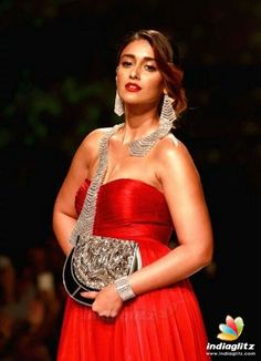 Photoshoot Images, Saree Photoshoot, Cute Beauty, Beauty Full Girl, Most Beautiful Indian Actress, Beautiful Asian Girls, Bollywood Celebrities, Bollywood Actress, Tamil Actress