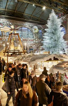 Christmas market in the Zurich's main staition Christmas In Europe, Noel Christmas, Christmas Lights, Christmas Markets, Christmas Travel, Christmas Mood, Great Places, Places To See, Suiza Zurich