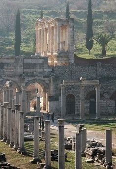 Ephesus, Turkey  | É uma cidade citada pela Bíblia , o apóstolo Paulo fala dela em seus escritos bíblicos .