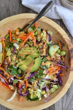 This salad is vegan, gluten free and has the best peanut dressing ever! Replace the peanut butter with sun butter to make it Paleo. Salad Bar, Soup And Salad, Healthy Salads, Healthy Eating, Healthy Foods, Healthy Lunches, Thai Crunch Salad, Vegetarian Recipes, Healthy Recipes