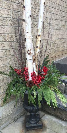 Diy Christmas planters using birch wood branches. Birch Decorations, Decoration Branches, Birch Tree Decor, Birch Branches, Branch Decor, Outdoor Christmas Decorations, Decorating With Tree Branches, Christmas Urns, Christmas Lights Outside