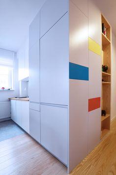 Mieszkanie z podestem projektu Devangari Design  - PLN Design