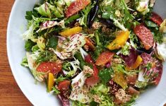 Citrus salad with fennel vinaigrette - Think of the crunchy, granola-ish sesame clusters as seedy croutons for this juicy and bracing salad. Healthy Recipes, Salad Recipes, Healthy Foods, Healthy Skin, Vegetarian Recipes, Fresco, Fennel Recipes, Big Salad, Bon Appetit