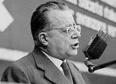 In occasione del 50° anniversario della morte di Palmiro Togliatti riproponiamo alcune pagine significative del lungo estratto dal Rapporto tenuto il 24 giugno 1956 al Comitato centrale del PCI.