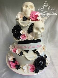 Till Death Do Us Part – Halloween Wedding Day Project – Top Easy Unique Design Skull Wedding Cakes, Gothic Wedding Cake, Gothic Cake, Round Wedding Cakes, Unique Wedding Cakes, Skull Cakes, Wedding Ideas, Halloween Torte, Halloween Wedding Cakes