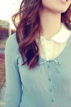 Peter pan white collar shirt whit a nice round sweater Pretty Outfits, Cute Outfits, Girly Outfits, Stylish Outfits, Beautiful Outfits, Awkward Girl, Vintage Outfits, Vintage Fashion, Granny Chic