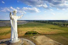Ujęcie lotnicze - figura Jezusa Chrystusa w Świebodzinie