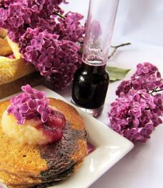 overnight pancakes with lilac-infused blueberry syrup Blueberry Syrup, Blueberry Pancakes, Food Crafts, Sweet Bread, Cooking Recipes, Cooking Ideas, Lilac, Food And Drink, Yummy Food