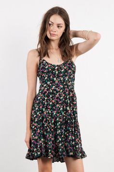This floral dress would be super trendy for this beach! It goes with the beach theme @thesnookishop