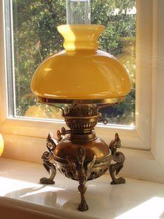 Antique Oil Lamps, Antique Lighting, Vintage Lamps, Objets Antiques, Hurricane Oil Lamps, Victorian Lamps, Lampe Decoration, Large Lamps, Lantern Lamp