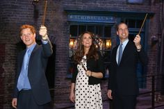 Live: Kate Middleton and Prince William ditch royals for muggles to learn Harry Potter magic - Mirror Online  The Royals AND Harry Potter?  So cool.