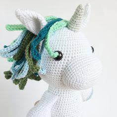 ELIE ENHJØRNING – Unkeldesign Crochet Toys, Knit Crochet, Baby Knitting Patterns, Hello Kitty, Dinosaur Stuffed Animal, Christmas Ornaments, Holiday Decor, Animals, Lucca