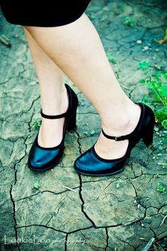 cute idea, taking a pic of the sister missionary shoes :) (via susannereneephotography.blogspot.com)