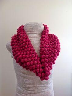 Bobble stitch #crochet cowl free pattern from Undeniable Glitter