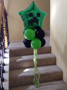 MINECRAFT BALLOON I bought the Mylar star balloon at dollar tree. The green and black latex balloon and dowell at Walmart. Add the minecraft image cut from card stock and ribbons. There you go a nice centerpiece or welcome balloon for your party. Minecraft Birthday Party, 10th Birthday Parties, 8th Birthday, Birthday Party Themes, Birthday Ideas, Minecraft Pokémon, Minecraft Balloons, Minecraft Crafts, Minecraft Skins