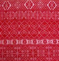 Výšivka s geometrickým dekórom z kútnej plachty. Horná Krupá, 19. storočie. SNM Etnografické múzeum v Martine. Foto H. Bakaljarová