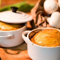 Chicken and mushroom pie!! #pie #chicken #mushroomlover #champignon #foodporn #takeawayfood #goodmoment #yummmmm #chickenpie