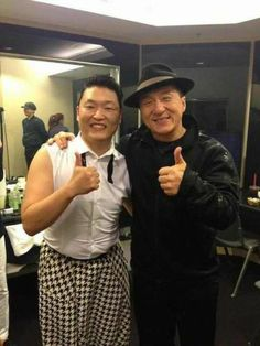 Psy takes a photo with Jackie Chan ~ Latest K-pop News - K-pop News Jackie Chan, Rapper, Jet Li, Asian Hotties, Martial Artist, Bruce Lee, Unique Photo, Music Awards, How To Take Photos