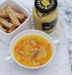 Гороховые супы бывают такие разные. В Норвегии и в Швеции гороховый суп на свиной рульке – сверх-классика скандинавской кухни. Аааааах как это вкусно! Особенно…