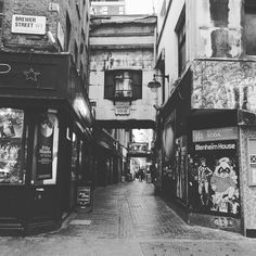 London4  #interior #patisserie #instasweets #sweets #cafe #cake  #shop #design #minimal #インテリア #DIY #ディスプレイ #ショップ #スイーツ #ケーキ #カフェ #japan #japanese #吉祥寺 #雑貨 #ミニマル#f52grams#thefeedfeed#huffposttaste #photography by c_lab_project