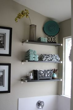 Small bathroom-- shelves for decoration AND storage. I like the color scheme: black and white bathroom with teal accent color. Use in upstairs bath with black and white pictures on small wall to bathroom. by jojablueberry Deco Studio, White Bathroom, Master Bathroom, Asian Bathroom, Teal Bathroom Decor, Master Tub, Bathroom Accents, Basement Bathroom, Bathroom Colors