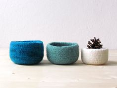 Felted wool bowls / turquoise mint white  / Eco-friendly gift / desktop organizer / winter decor op Etsy, 28,44€