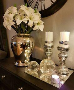 vintage candle holders, home decor, home design Decoration Entree, Tray Decor, Living Room Designs, Living Room Decor, Bedroom Decor, Bedroom Beach, Cheap Home Decor, Diy Home Decor, Home Goods Decor