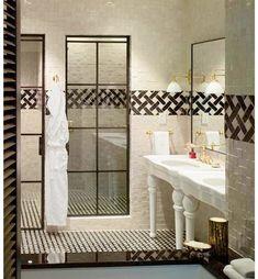 Stark badrumstrend – vackra glasdörrar i badrummet