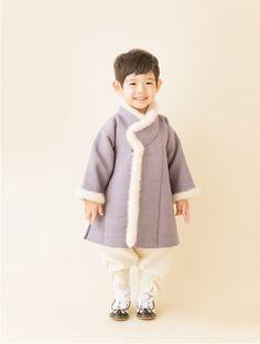 올해도 어김없이 어제 첫눈이 내렸네요. 매년 첫눈이 내리는 날이 기다려지듯이 연재의 새로운 시즌도 많은... Korean Traditional Dress, Traditional Dresses, Toddler Fashion, Kids Fashion, Girls Wear, Women Wear, Modern Hanbok, Korean Dress, Baby Sewing