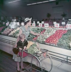 A housewife and her son shop in an Ottawa chain store. 1949 (photo by A. Beaver,Credit: Library and Archives Canada ; Copyright : Government of Canada)