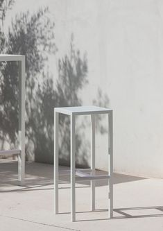 Tall stool Conrad H 78 Unopiù Tall Stools, Low Stool, Square Tables, Reception Areas, Sun Lounger, Contemporary Design, Candle Holders, Black Friday, Chairs