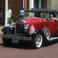 ...again, more antique cars....