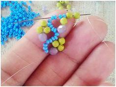flower chain stitch by Çatıkatı Atölye diy jewelry inspiration Seed Bead Tutorials, Beading Tutorials, Beading Patterns, Diy Bracelets Video, Woven Bracelets, Beaded Jewelry, Handmade Jewelry, Diy Jewelry Inspiration, Jewelry Ideas