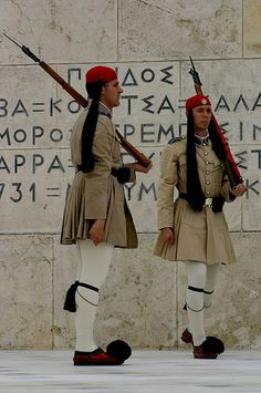 Greek Guards perform the changing of the guard ceremony outside the parliament building, Athens, Greece. Folk Fashion, International Fashion, Capital City, Traditional Outfits, Athens, Kos, To Go, Folk Style, Dream Land