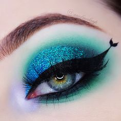Ariel Make Up ~ Make Up & Beauty with a Princess Touch: ♕ The Mermaid Series ~ Mermaid Tail Eyeliner ♕ - DIY Shares Makeup Eye Looks, Eye Makeup Art, Crazy Makeup, Kiss Makeup, Cute Makeup, Eyeshadow Makeup, Beauty Makeup, Eyeshadows, Eyeliner Designs