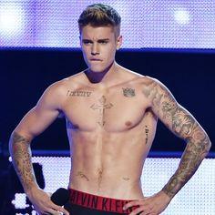 Pin for Later: Justin Bieber zieht blank - und wird dafür ausgebuht
