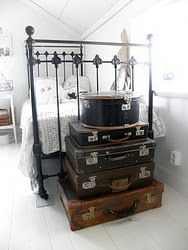 room, love the stacked vintage suitcases at the foot of the bed. Suitcase Decor, Suitcase Storage, Vintage Suitcases, Vintage Luggage, Vintage Travel, Old Luggage, Vintage Trunks, Cottage Style, Vintage Decor