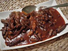 Babi pangang is bij ons Nederlanders een erg populair gerecht. Hoeveel mensen staan er in het weekend wel niet in de rij bij een afhaalchinees om enkele porties van dit `spulletje` te gaan halen? Maar heb je al eens bedacht om ook dit populaire gerecht eens zelf te maken? Dutch Recipes, Pork Recipes, Asian Recipes, Cooking Recipes, Healthy Recipes, Suriname Food, Low Carb Brasil, Slow Cooker Bbq, Indonesian Food