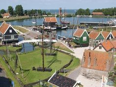 I'd love to live in this museum, the Zuiderzeemuseum in Enkhuizen.  Just a little 1930s house, talk to visitors all day, or maybe run my own 1930s shop or cafe... paradise!