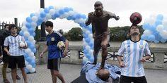 Kampanye tersebut bertajuk 'Jangan Pergi' yang saat ini sedang gencar dilakukan oleh rakyat Argentina, pihak pemerintah kota Buenos Aires juga ikut serta dengan membuat patung perunggu Lionel Messi yang berlokasi di pusat kota.