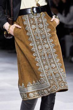 Celine Spring 2020 Ready-to-Wear Collection - Vogue Fashion Details, Boho Fashion, Fashion Show, Fashion Design, Celine, Mode Crochet, Diy Vetement, Moda Boho, Classic Style Women