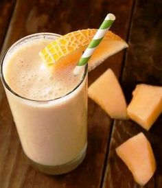 Melon Orange and Almond Smoothie - Nutribullet Recipes Cantaloupe Smoothie, Vanilla Smoothie, Strawberry Smoothie, Smoothie Diet, Healthy Juices, Healthy Smoothies, Healthy Drinks, Nutribullet Recipes, Smoothie Recipes
