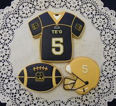 Notre Dame Football Cookies by ruthiescookies on Etsy Football Cookies, Fall Football, Panthers Football, College Football Teams, No Bake Cookies, Cupcake Cookies, Cupcakes, Cookie Glaze, Go Irish