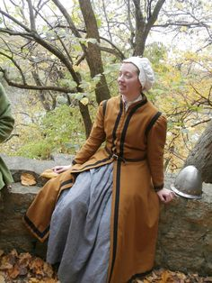 """Fitted English Gown. Appropriate for late 16th century middle-class Western European impressions. Used the patterns from """"The Tudor Tailor"""" book by Ninya Mikhaila and Jane Malcolm-Davies."""